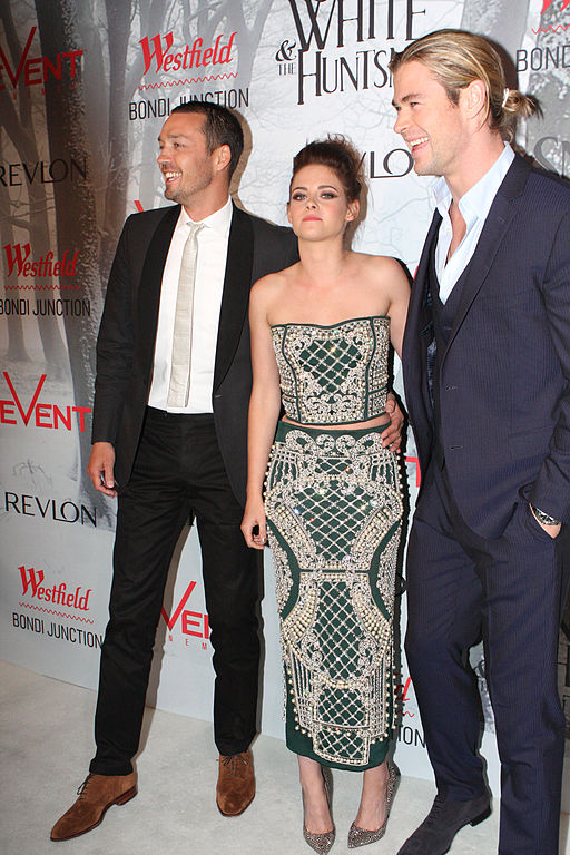 512px-Kristen_Stewart_and_Chris_Hemsworth_at_the_SWATH_Premiere